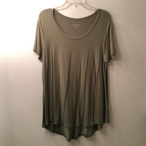 Flowy, olive wide collar tee